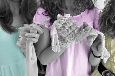 3 girls in gloves final DSC_0481